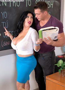 Испанская преподавательница не устояла перед молодым студентом - фото #4