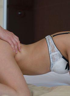 Блондинка сделала минет и впустила пенис во влажное влагалище - фото #10
