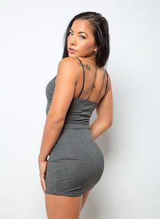 Возбуждающее соло обнаженной азиатской модели - фото #1