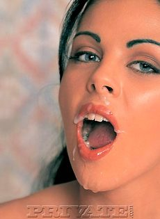 Откровенные девушки получают густую и горячую сперму на лицо - фото #5