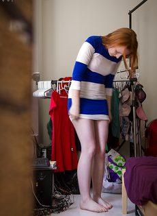 Любительские фотографии рыжеволосой потаскухи в нижнем белье - фото #16