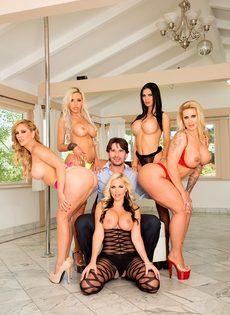 Групповое половое сношение с изумительными и обворожительными сучками - фото #7