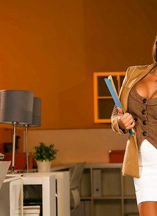 Сногсшибательная преподавательница в шикарном нижнем белье - фото #2