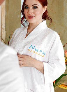 Рыжеволосая нуру массажистка в сексуальном нижнем белье - фото #2