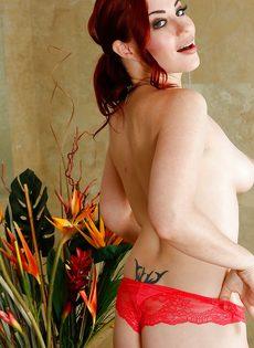 Рыжеволосая нуру массажистка в сексуальном нижнем белье - фото #12