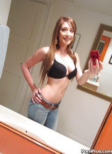 Любительские фотографии молоденькой худенькой красавицы - фото #4