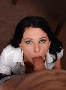 Горячий оральный секс с раскованной секретаршей прямо в кабинете - фото #9