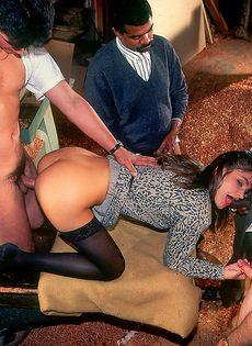 Ганг-банг с молоденькой шлюшкой в черных чулках - фото #7