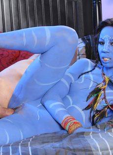 Оральные ласки и вагинальный косплей секс на кровати - фото #14