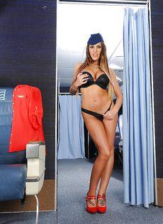 Сексапильная стюардесса с упругими сиськами мастурбирует письку - фото #10