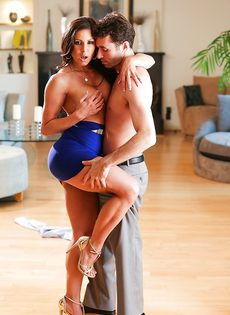 Бабенка Kendra Lust развлекается с темпераментным любовником - фото #9