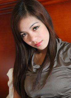 Волосатая узенькая киска симпатичной азиатской молодушки - фото #6