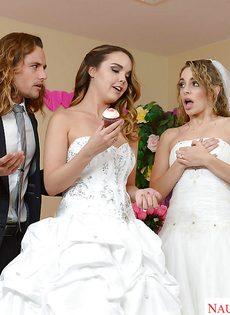 Свадебное порно с двумя шикарными девушками в белых чулках - фото #1