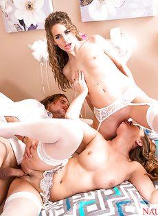 Свадебное порно с двумя шикарными девушками в белых чулках - фото #11
