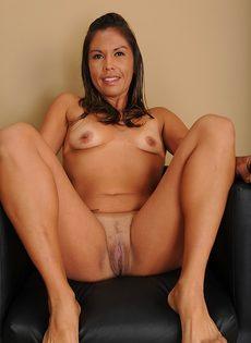 Латинская зрелая женщина не постеснялась продемонстрировать дырки - фото #14
