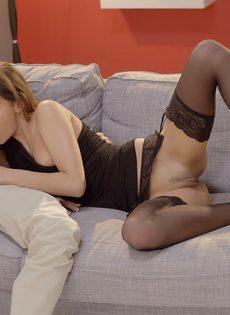 Молодка сделала нежный минет и занялась чувственным сексом - фото #10