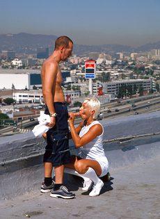 Анальный секс на крыше - фото #36