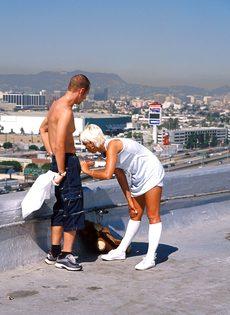 Анальный секс на крыше - фото #39