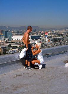 Анальный секс на крыше - фото #40