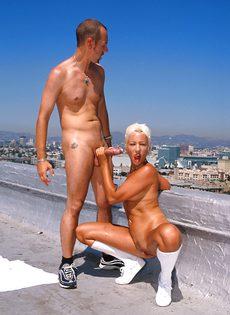 Анальный секс на крыше - фото #44