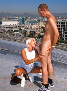 Анальный секс на крыше - фото #54