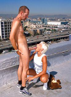Анальный секс на крыше - фото #55