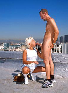 Анальный секс на крыше - фото #58