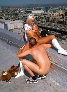 Анальный секс на крыше - фото #63