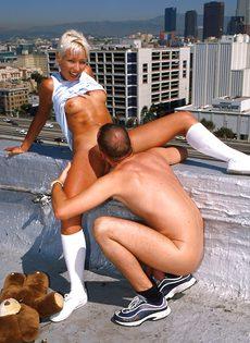 Анальный секс на крыше - фото #66