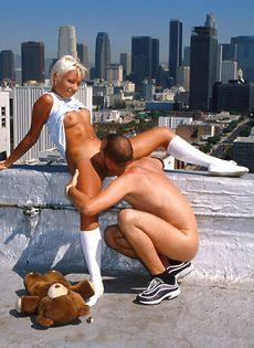 Анальный секс на крыше - фото #67