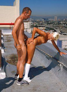 Анальный секс на крыше - фото #68