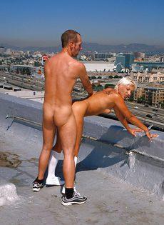 Анальный секс на крыше - фото #71