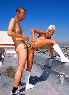 Анальный секс на крыше - фото #72