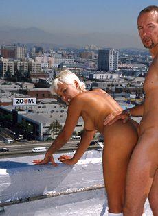 Анальный секс на крыше - фото #73