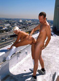 Анальный секс на крыше - фото #74
