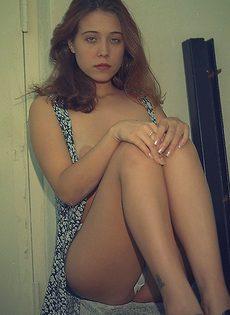 Расстегнула платье и демонстрирует нам свои прелести - фото #51