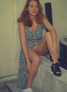 Расстегнула платье и демонстрирует нам свои прелести - фото #63