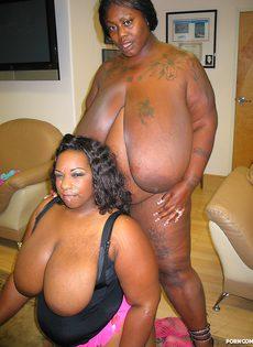 Две сисястые толстые негритянки получили в рот много спермы - фото #23