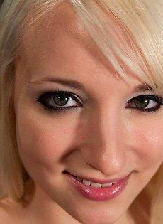 Блондинка и её любимый прибор