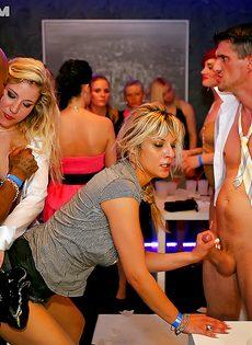 Пьяная секс вечеринка с доступными шлюховатыми телками