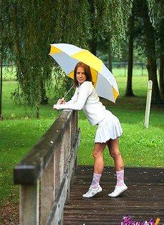 Познакомилась в парке под дождем