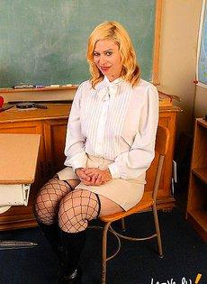 Учительница начальных классно перетрудилась