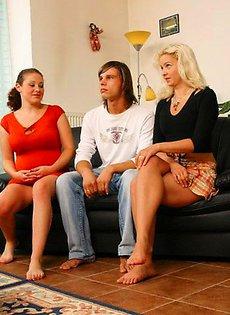Две девушки трахнули молодого парня