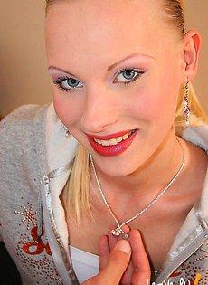 Кончил на вагину стройной блондинки