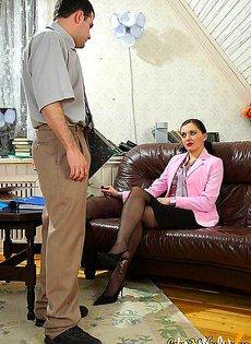 Уломал свою секретаршу сделать себе минет