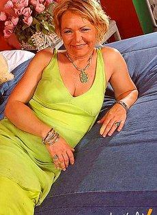 Тетка дала пару уроков секса своему молодому племяннику