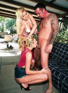 Анальный секс с двумя блондинками