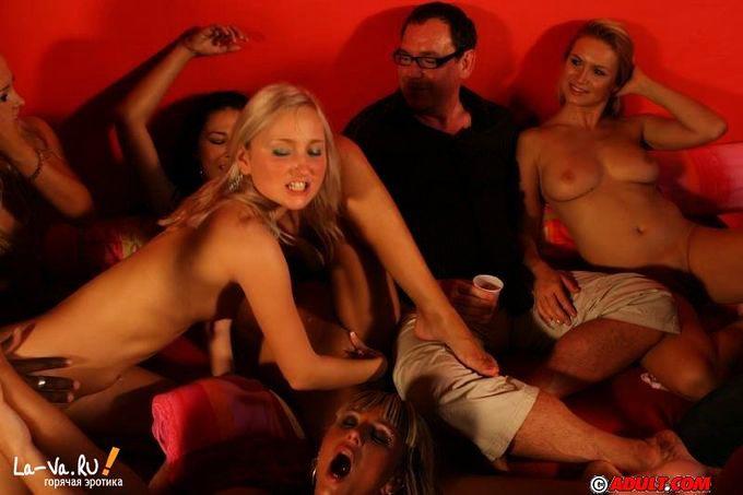 porno-smotret-gruppovoe-v-nochnih-klubah