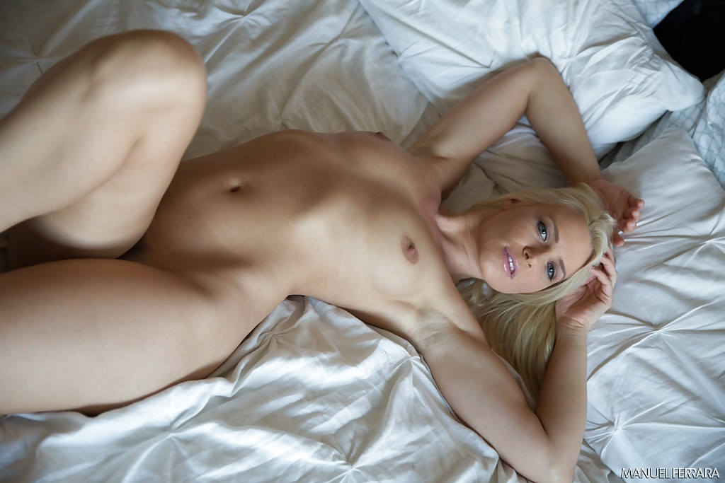 Эротические фотографии сногсшибательной стройняшки