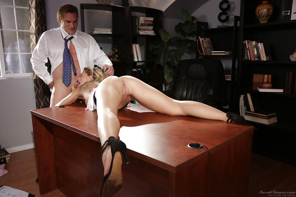 В офисе порно видео смотреть онлайн